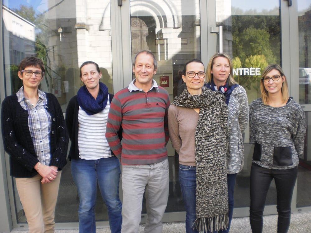 de gauche à droite : Virginie BRETONNIERE, Lucie ROBINEAU, Guy PAUZET, Sophie SIBILLE (Présidente de la Commission Enfance Jeunesse), Séverine BRY et Jennifer HOUSSEAU